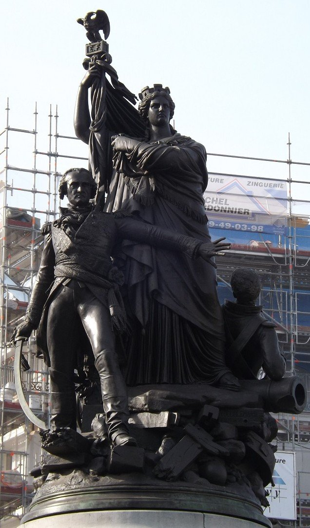 statue ppale monumnet place clichy