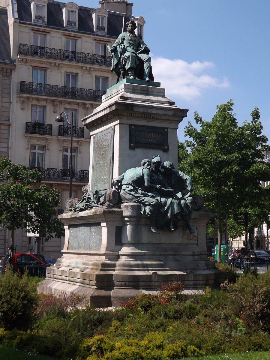 monument dumas 3